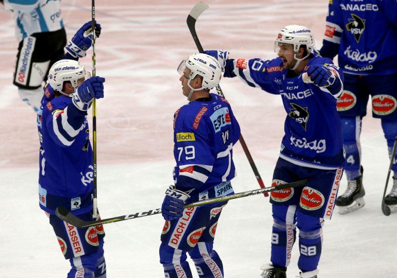 EBEL. Eishockey Bundesliga. EC VSV gegen EHC Liwest Black Wings Linz. Torjubel Blaine Down, Jason Desantis, Johann Lars Olof Eriksson (VSV). Foto: Kuess