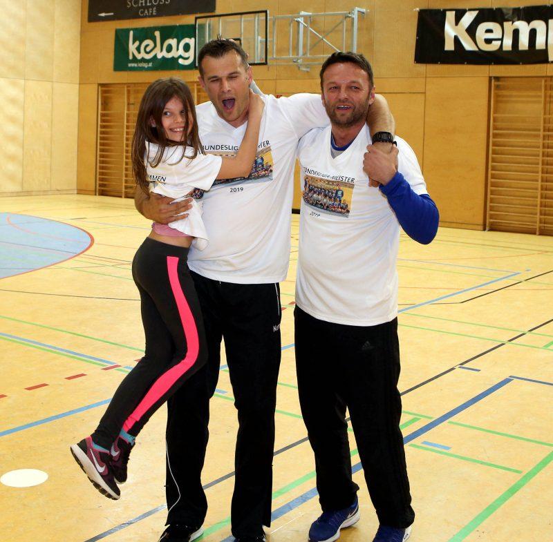 Handball Bundesliga Frauen. Oberes Play Off. SC Kelag Ferlach/Feldkirchen gegen Rxcel Handball Tulln. Jubel Trainer Miro Barisic, Dino Poje (SCF). Ferlach, am 11.5.2019.Foto: Kuess