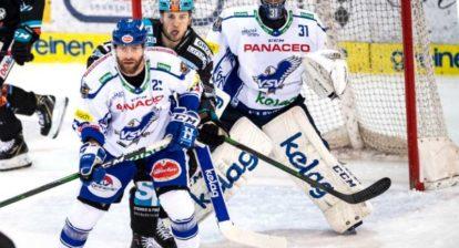 Markus Schlacher (EC Panaceo VSV), Hunter Fejes (EHC Liwest Black Wings Linz), Tormann Brandon Maxwell (EC VSV),  Eishockey,  EHC Liwest Black Wings Linz vs EC VSV
