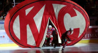 EBEL. Eishockey Bundesliga. KAC gegenHCB Suedtirol Alperia. Niklas Andre Wuerschl, Manuel Geier (KAC). Klagenfurt, am 27.2.2020.Foto: Kuesswww.qspictures.net