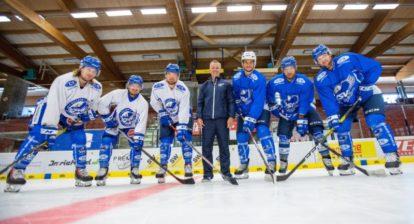 EC VSV NEU - Von links Christof Wappis, Daniel Wachter, Julian Kornelli, Coach Dan Ceman, Stefan Bacher, Sebastian Zauner und Philipp Kreuzer.